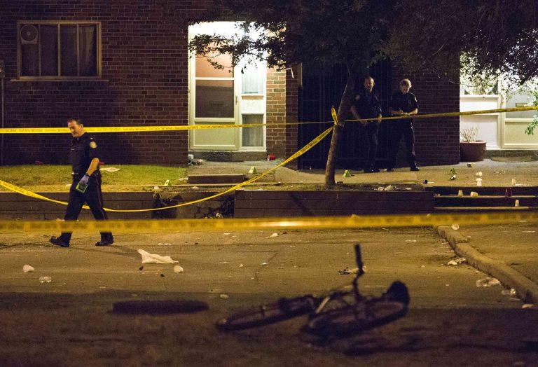 Δύο νεκροί και 19 τραυματίες σε ανταλλαγή πυρών στο Τορόντο | Newsit.gr