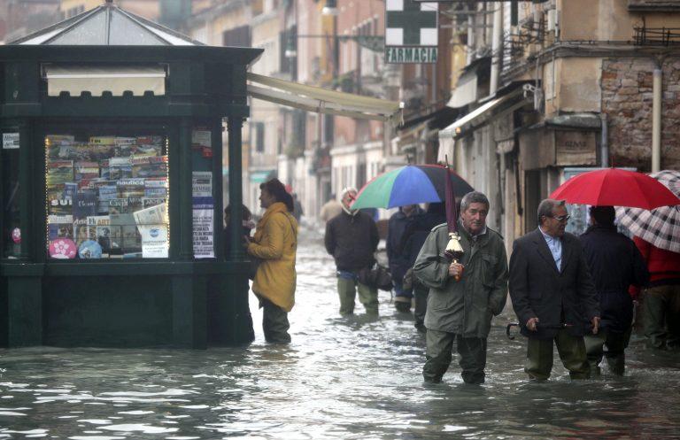 Κακοκαιρία στην Ιταλία – Πλημμύρες σε Βενετία και Τοσκάνη | Newsit.gr