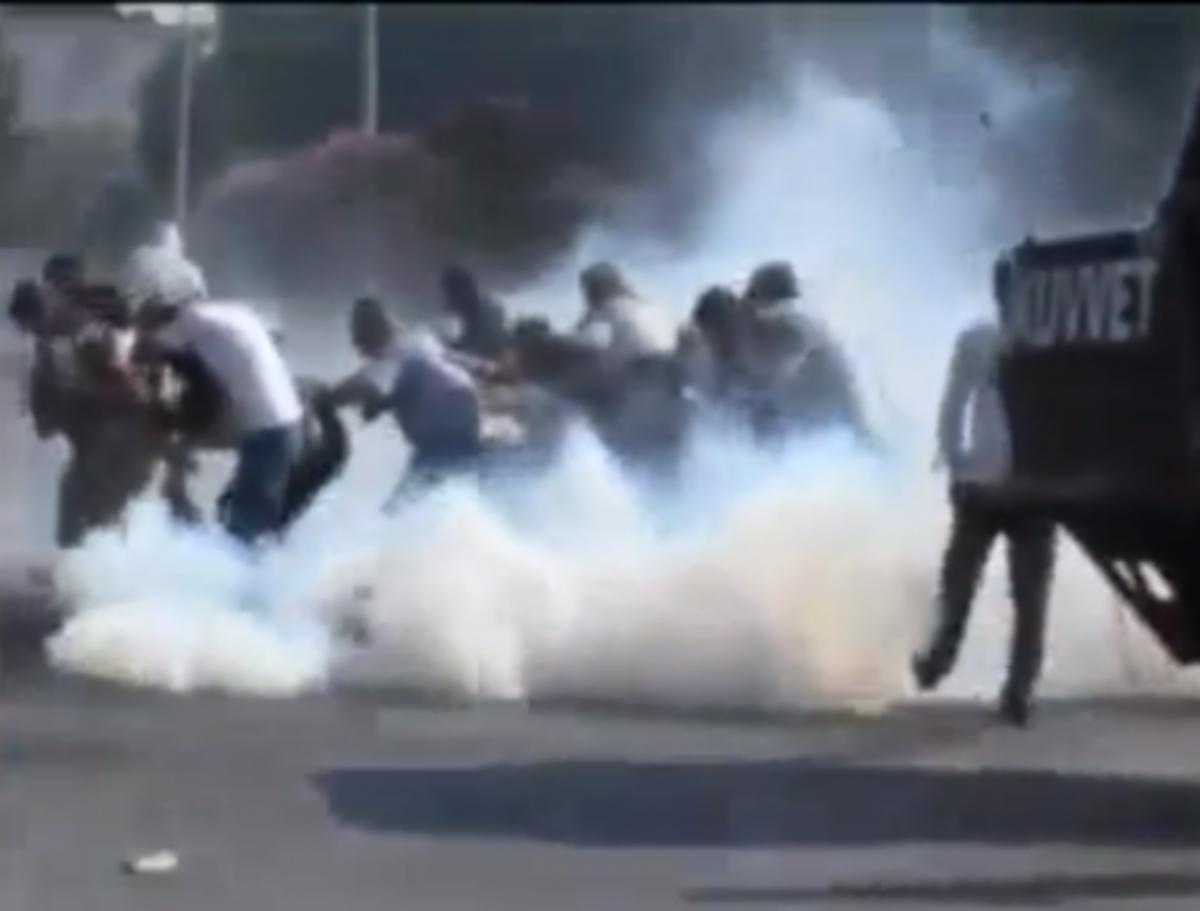 Επεισόδια και άγριο ξύλο σε διαδήλωση στη Τουρκία. ΒΙΝΤΕΟ | Newsit.gr