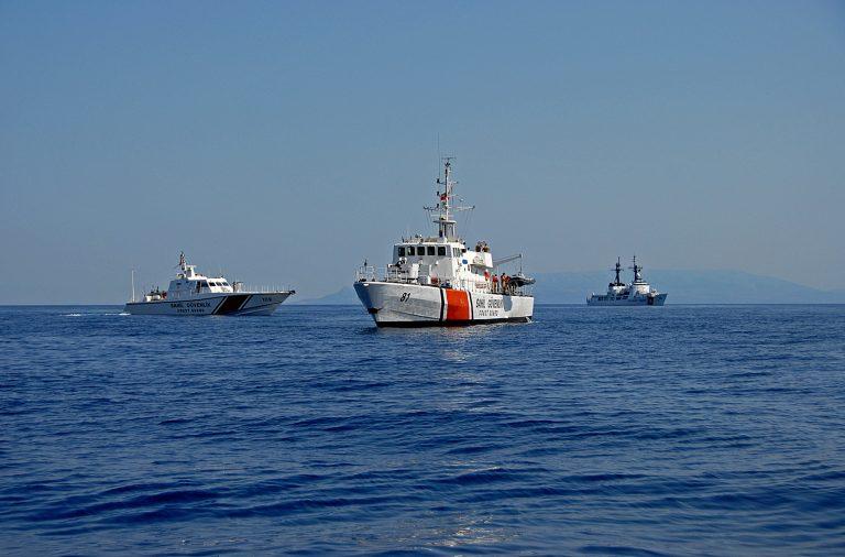Τουρκικά πολεμικά παρολίγο να  συγκρουστούν με ελληνικό πλοίο | Newsit.gr