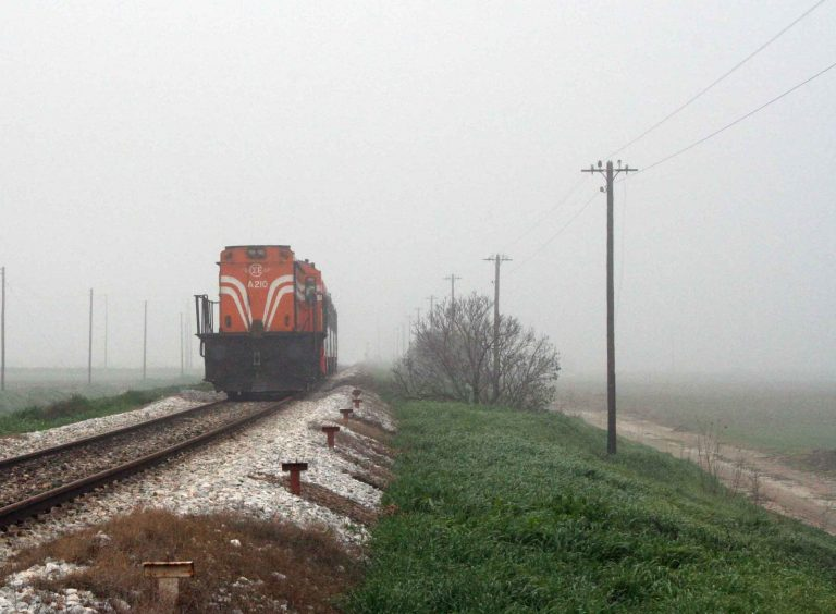 Ημαθία: Τρένο παρέσυρε αυτοκίνητο! | Newsit.gr