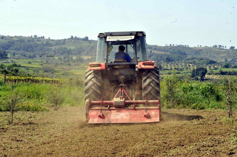 Ηράκλειο: Θρήνος για τον αγρότη που καταπλακώθηκε από το τρακτέρ του!   Newsit.gr