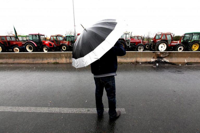 Αμετακίνητοι οι αγρότες της Λάρισας – Θα συναντηθούν με Υπουργούς | Newsit.gr
