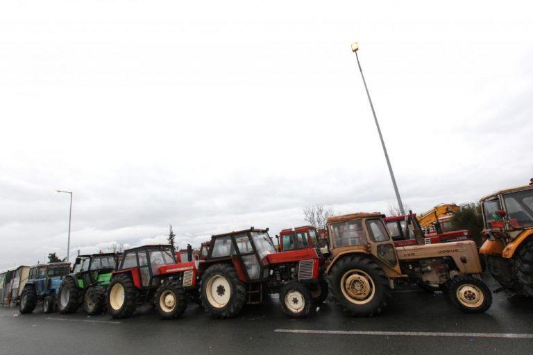 Λάρισα: Έκλεισαν την εθνική οδό οι αγρότες   Newsit.gr