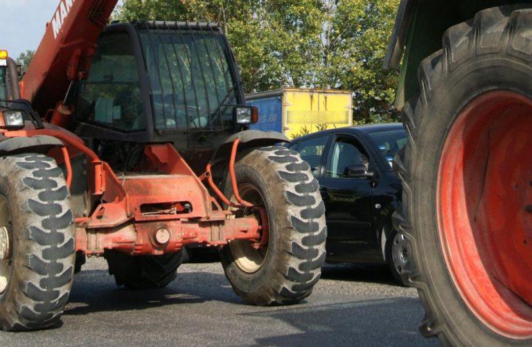 Μπλόκο της Αστυνομίας στους αγρότες της Θεσσαλίας | Newsit.gr