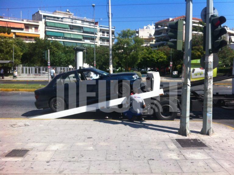 Αυτοκίνητο συγκρούστηκε με τραμ! – Στο νοσoκομείο η οδηγός | Newsit.gr