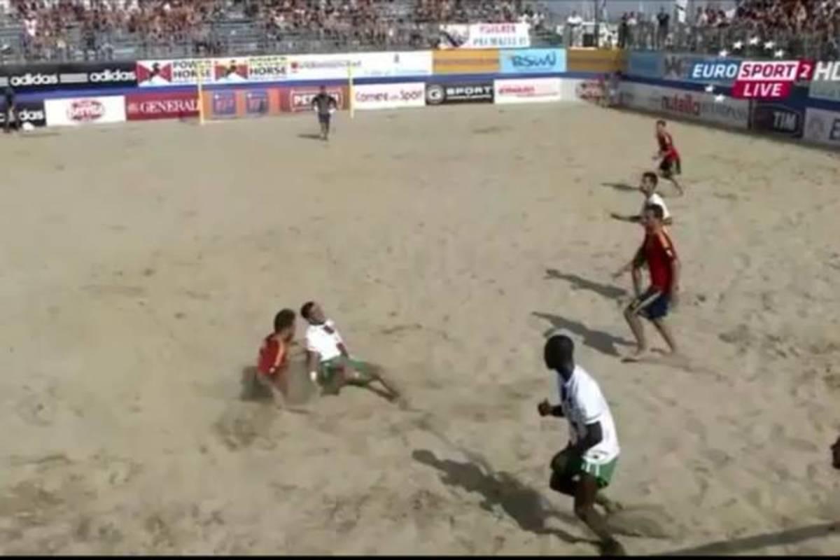 Σοκαριστικός τραυματισμός σε αγώνα beach soccer (VIDEO) | Newsit.gr