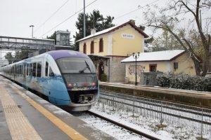 Χιόνια: Εγκλωβισμένοι στα… βαγόνια λόγω κακοκαιρίας – Οδύσσεια για εκατοντάδες επιβάτες [vid]