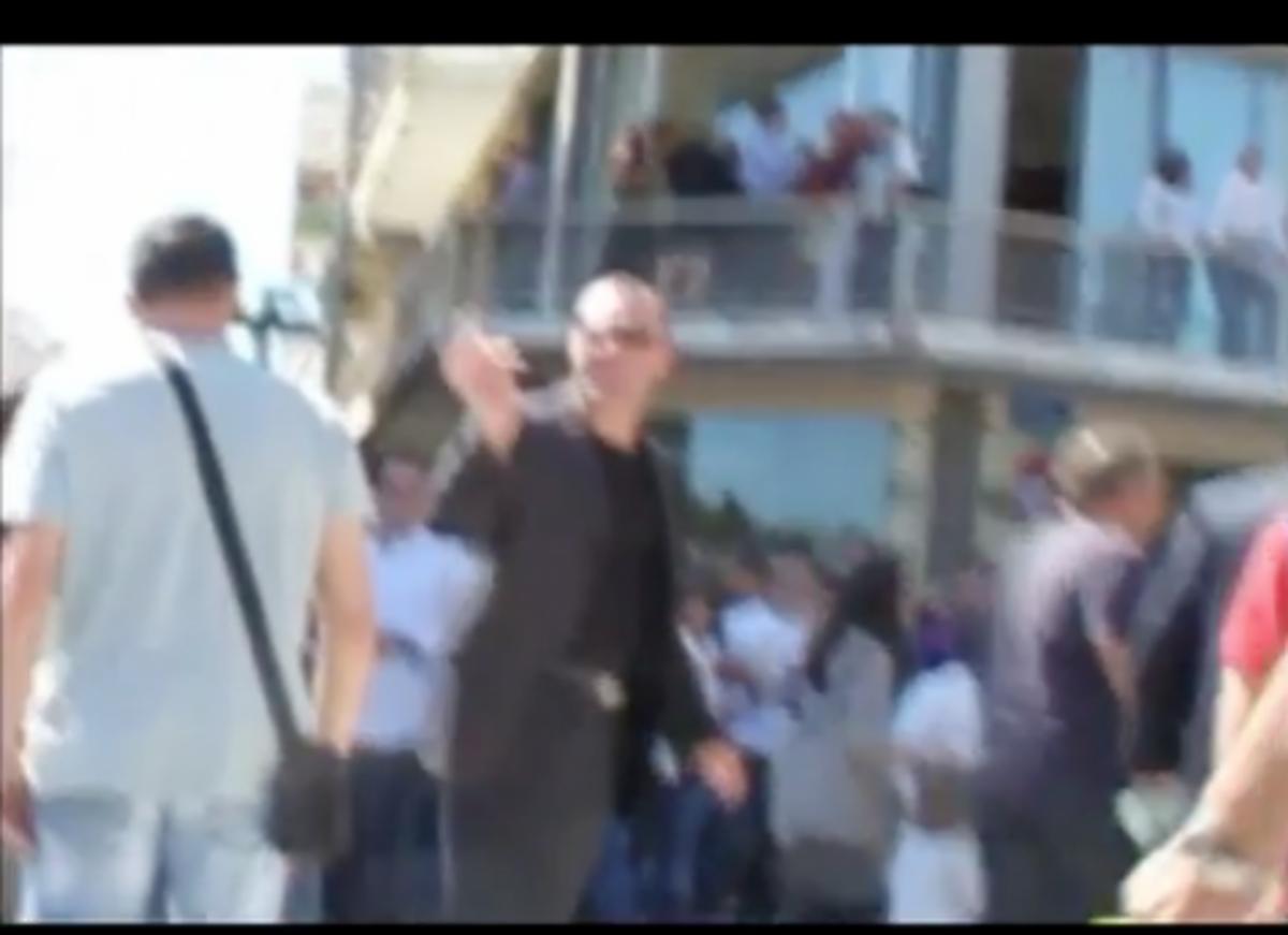 Χρυσή Αυγή: «γαλλικά» και «γλώσσα του σώματος» σε επεισοδιακή περιοδεία βουλευτή στη Τρίπολη | Newsit.gr