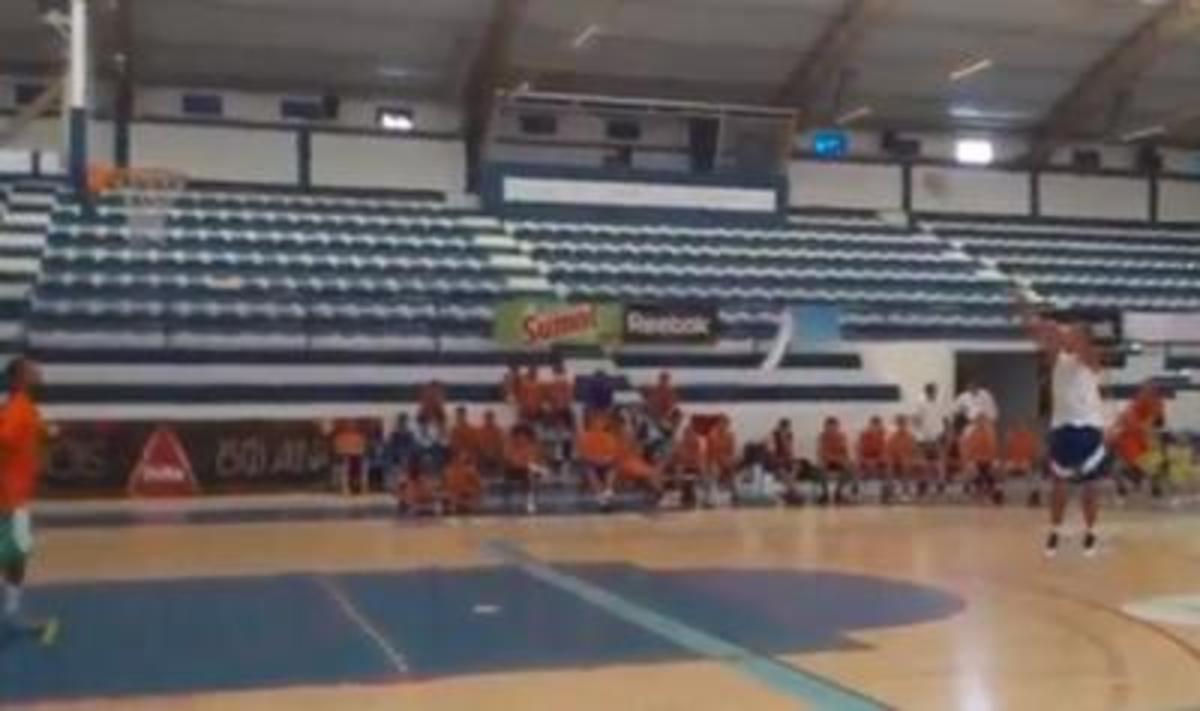 Έβαλε 18 στα 18 τρίποντα! (VIDEO) | Newsit.gr