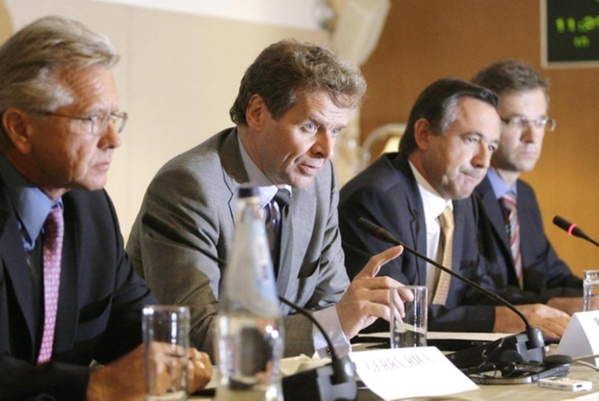 Νέα απειλή της τρόικας σε μισθούς και συμβάσεις- Μπαράζ νέων μέτρων | Newsit.gr