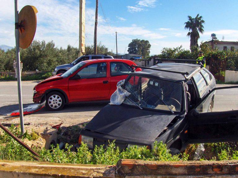 Κορινθία: »Έσβησαν» στην άσφαλτο πεζός και οδηγός… | Newsit.gr
