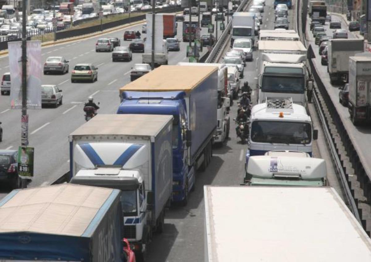 Πανικός από καραμπόλα 8 αυτοκινήτων στην παραλιακή   Newsit.gr