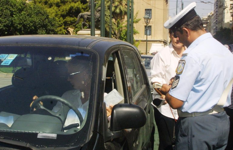 Θεσσαλονίκη: «Πάτησε» αστυνομικούς επειδή του έκοψαν κλήση! | Newsit.gr