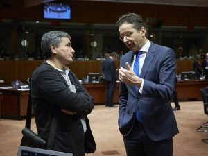Bloomberg: Πίσω στο 2015 η Ελλάδα