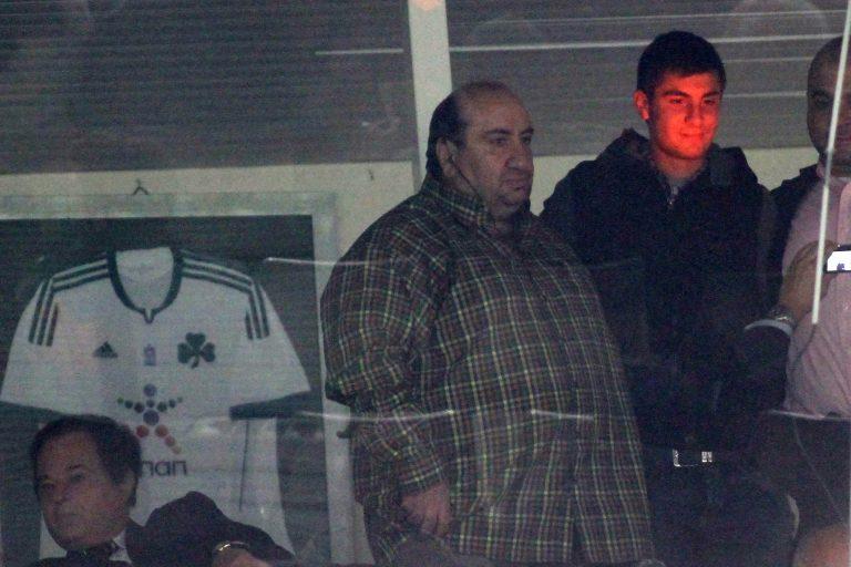 Οπαδοί του Παναθηναϊκού γιαούρτωσαν τον Τσάκα!   Newsit.gr