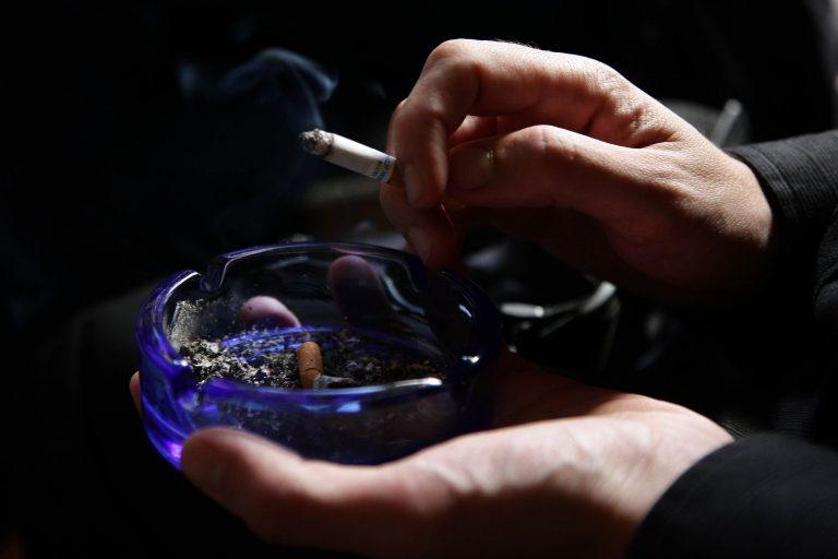 Κάπνισμα μόνο με άδεια και ως 50 τσιγάρα! | Newsit.gr