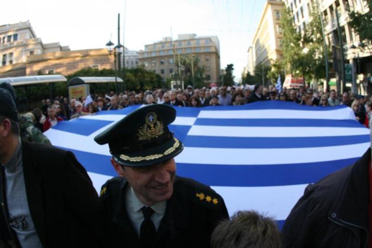 Η «άνοιξη» των Ελλήνων στρατιωτικών και το συγκλονιστικό μήνυμα από τους Ισπανούς ένστολους | Newsit.gr