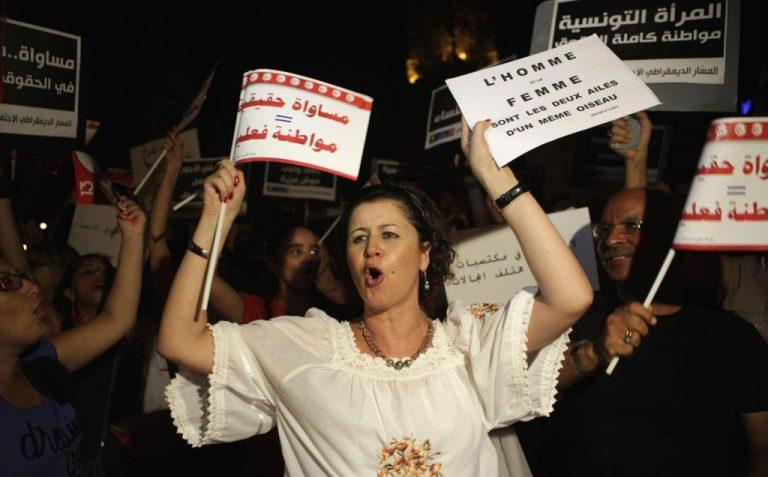 Τυνησία: Χιλιάδες γυναίκες διαδήλωσαν ζητώντας ίσα δικαιώματα με τους άνδρες | Newsit.gr