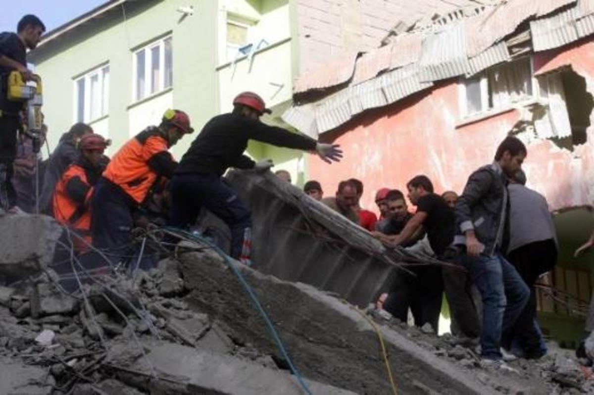 Λαμπρινίδης προς Νταβούτογλου: Είμαστε έτοιμοι να σας στείλουμε βοήθεια   Newsit.gr