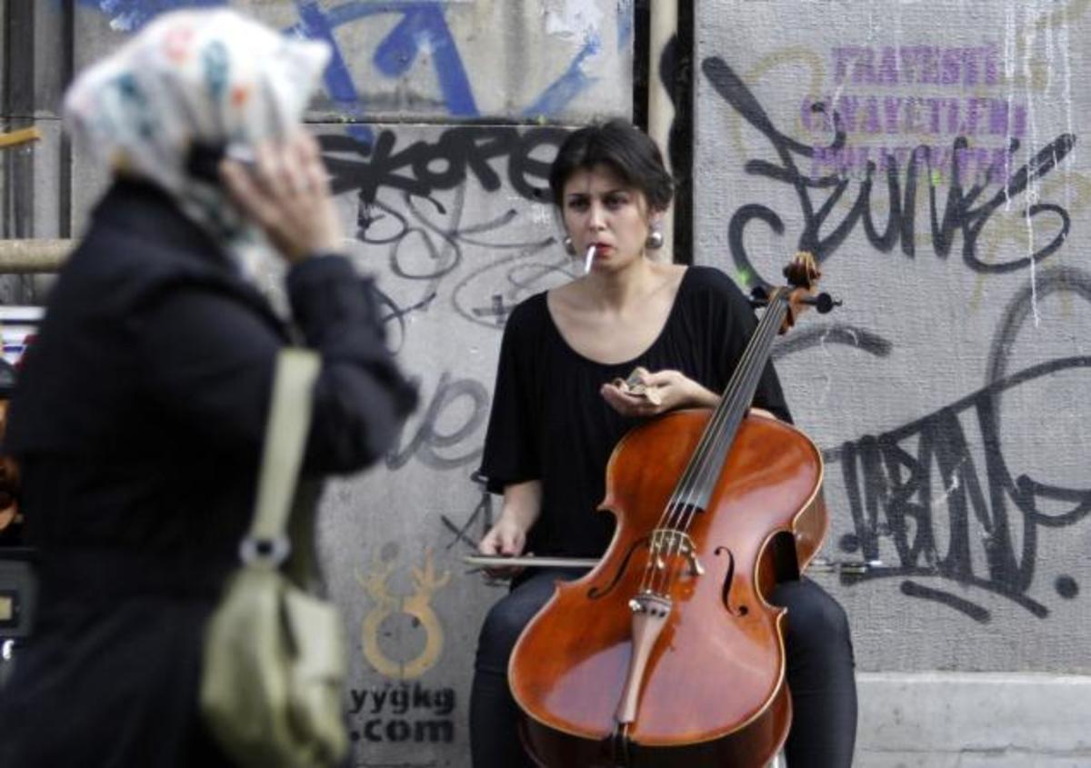 Τουρκία: Βασανιστήρια της αστυνομίας σε δύο αριστερές γυναίκες μουσικούς   Newsit.gr