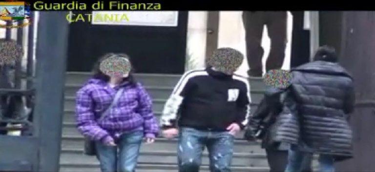 """""""Μαϊμού"""" τυφλοί πιάστηκαν να οδηγούν μηχανή και να παίζουν… ποδοσφαιράκι! ΒΙΝΤΕΟ   Newsit.gr"""