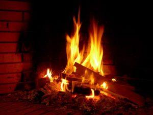Έκκληση ΥΠΕΚΑ: Μην χρησιμοποιείτε τζάκια και θερμάστρες στερεών καυσίμων!