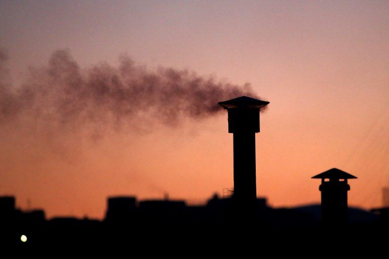 Κίνδυνος για έξαρση αλλεργιών και αναπνευστικών κρίσεων από τα τζάκια | Newsit.gr