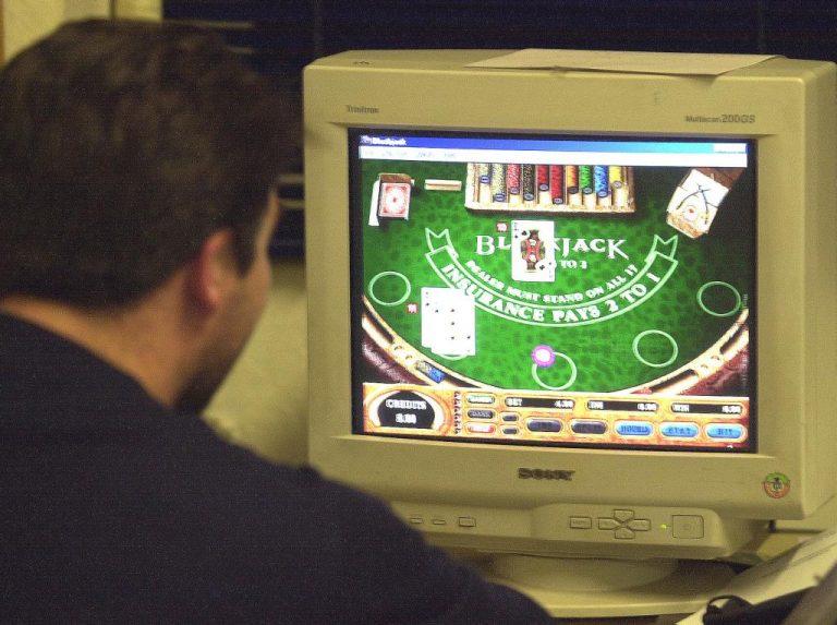 Δυτική Ελλάδα: Η αστυνομία «σαρώνει» τα μαγαζιά για παράνομα τυχερά παιχνίδια | Newsit.gr