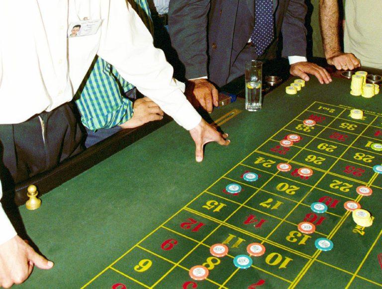 Λουκέτο σε παράνομο μίνι καζίνο στη Θεσσαλονίκη – Στα 6 δισ. ο παράνομος τζόγος στην Ελλάδα | Newsit.gr