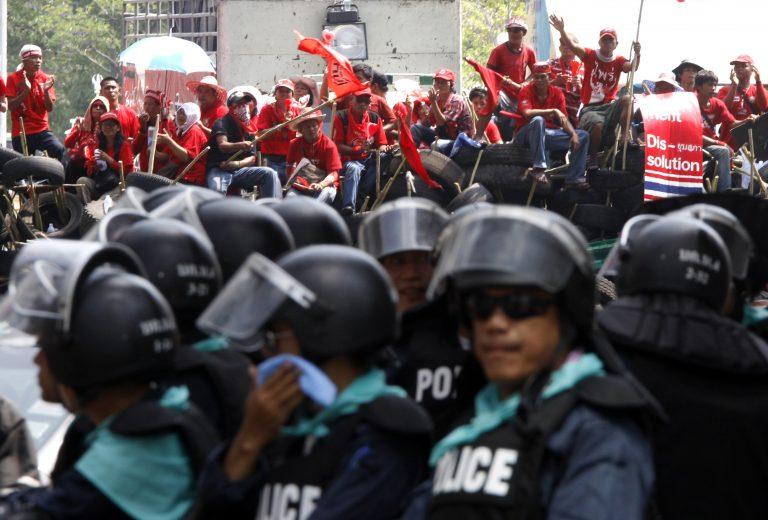«Καμία διαπραγμάτευση μετά το λουτρό αίματος» λένε οι διαδηλωτές στην Ταϊλάνδη | Newsit.gr