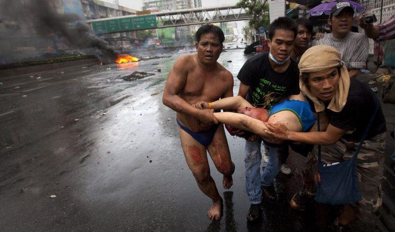 Χάος στην Ταϊλάνδη – 33 νεκροί και 239 τραυματίες | Newsit.gr