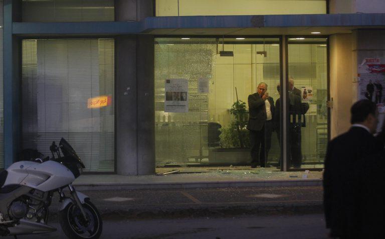 Κινηματογραφική ληστεία τράπεζας στα Άνω Λιόσια   Newsit.gr