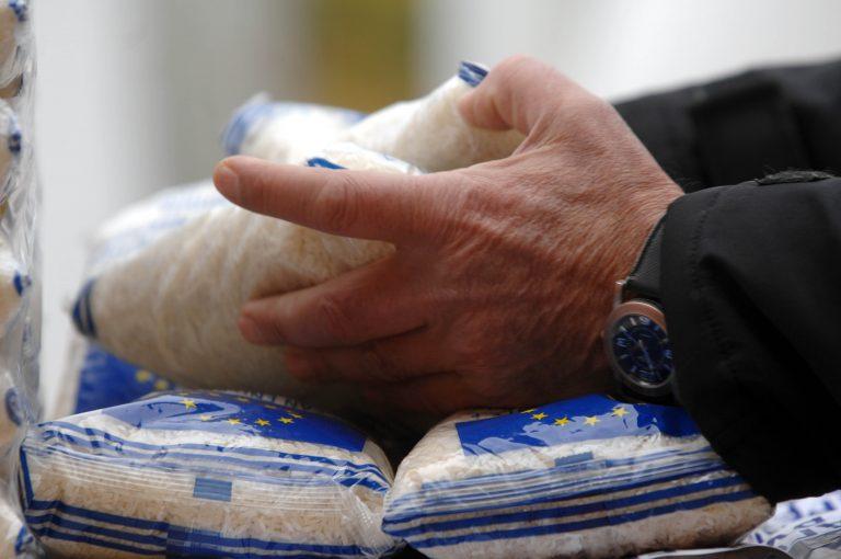 Μισό εκ. Έλληνες παίρνουν επισιτιστική βοήθεια από την ΕΕ! | Newsit.gr
