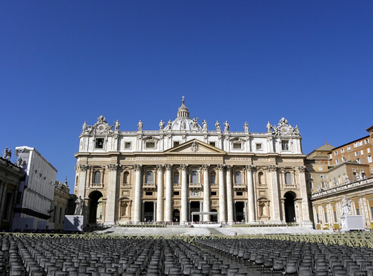 Κατ' οίκον κρατείται ο οικονόμος του Πάπα | Newsit.gr