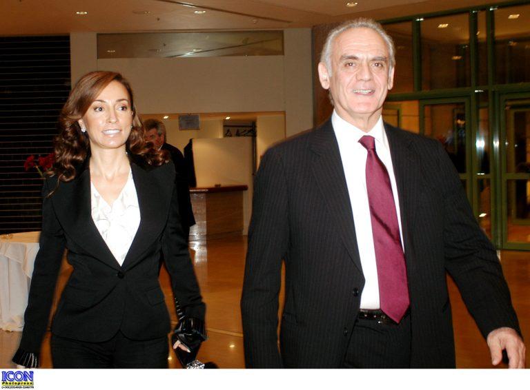 Διαζύγιο ζητά η Βίκυ από τον Άκη | Newsit.gr