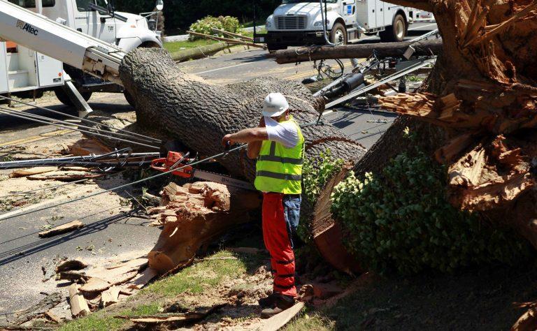 Πέντε μέρες χωρίς ρεύμα μετά τις φονικές καταιγίδες στις ΗΠΑ | Newsit.gr