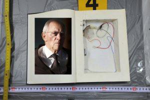 """Αποκάλυψη για τη βόμβα στον Σόιμπλε – Πως """"τύφλωσαν"""" τα συστήματα σε Ελλάδα και Γερμανία"""