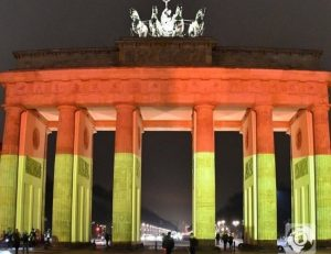 Στα χρώματα της γερμανικής σημαίας η Πύλη του Βρανδεμβούργου