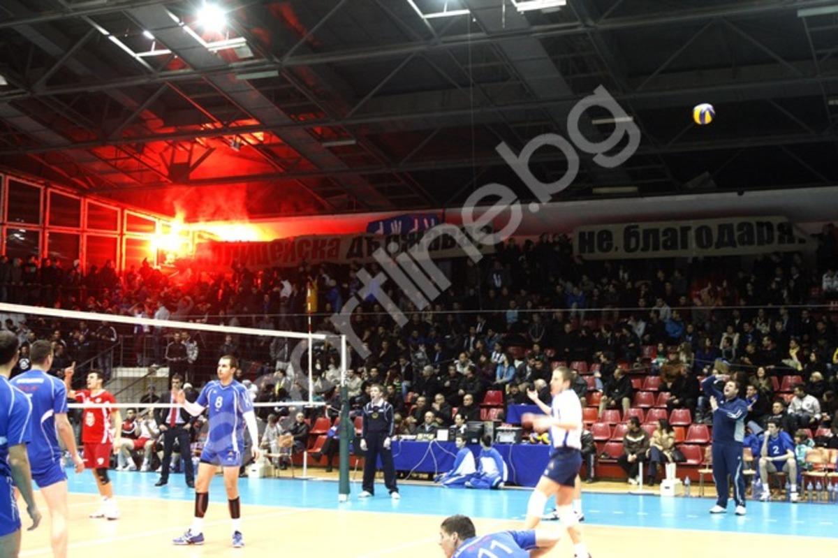 Διακόπηκε λόγω επεισοδίων ο αγώνας του Ολυμπιακού στη Σόφια(ΦΩΤΟ) | Newsit.gr