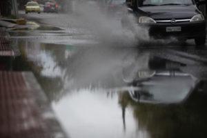 Θεσσαλονίκη: Προβλήματα από τη βροχή – Πλημμύρισαν σπίτια και καταστήματα