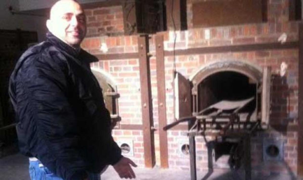 Οι προκλητικές φωτογραφίες του μέλους της Χ. Α που επιδίωκε να μπει στη Βουλή, στο κολαστήριο του Νταχάου | Newsit.gr