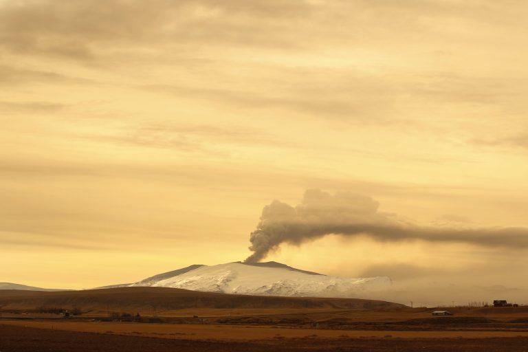 Ισλανδία: Μειώθηκαν οι εκρήξεις του ηφαιστείου | Newsit.gr