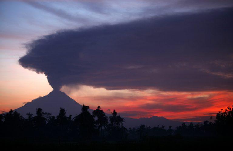 Ξύπνησε ηφαίστειο στην Ινδονησία! | Newsit.gr