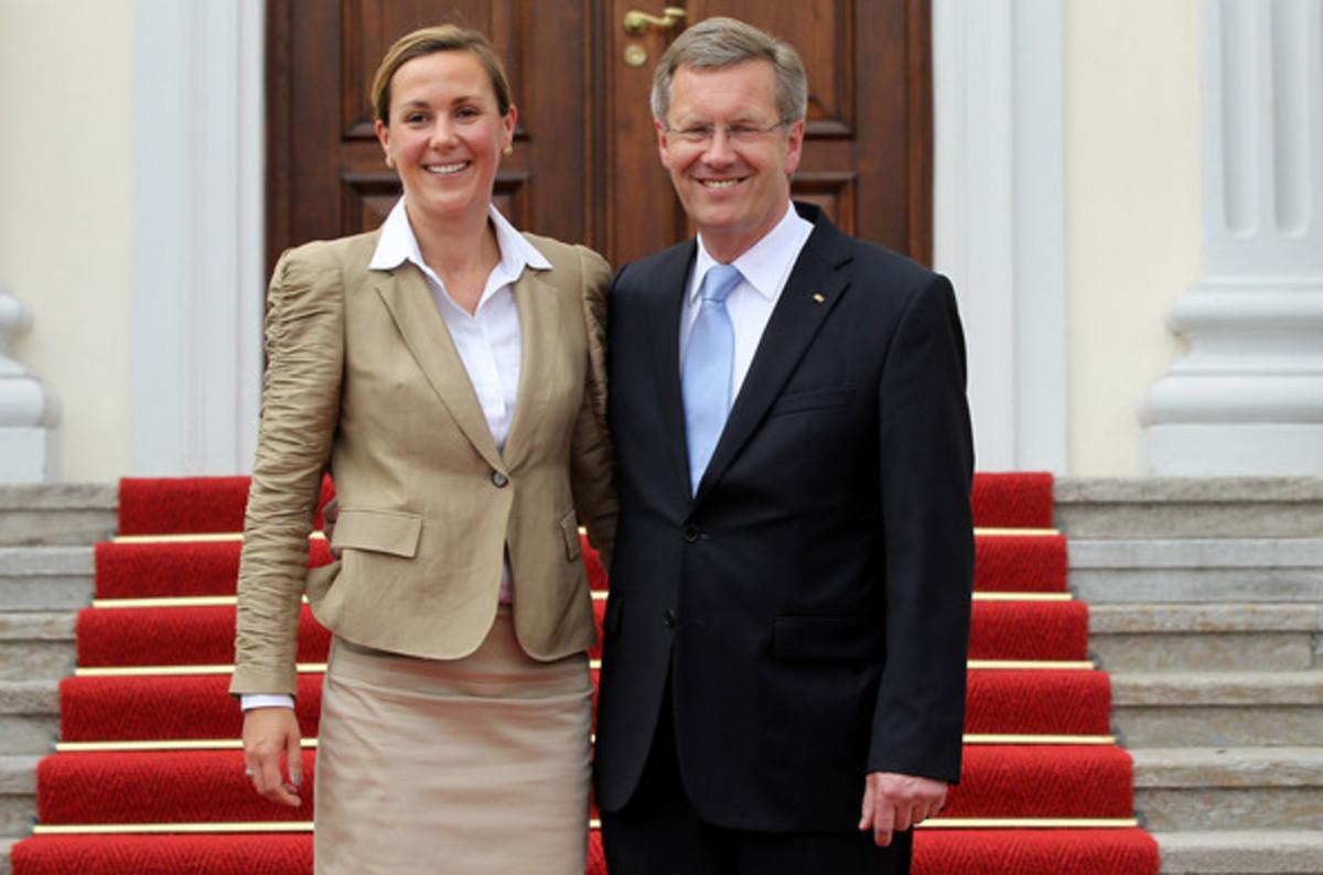 «Λογοκρισία» στη Google – Κατεβάζει αποτελέσματα που παρουσιάζουν ως «εκδιδόμενη» την πρώην πρώτη κυρία της Γερμανίας | Newsit.gr