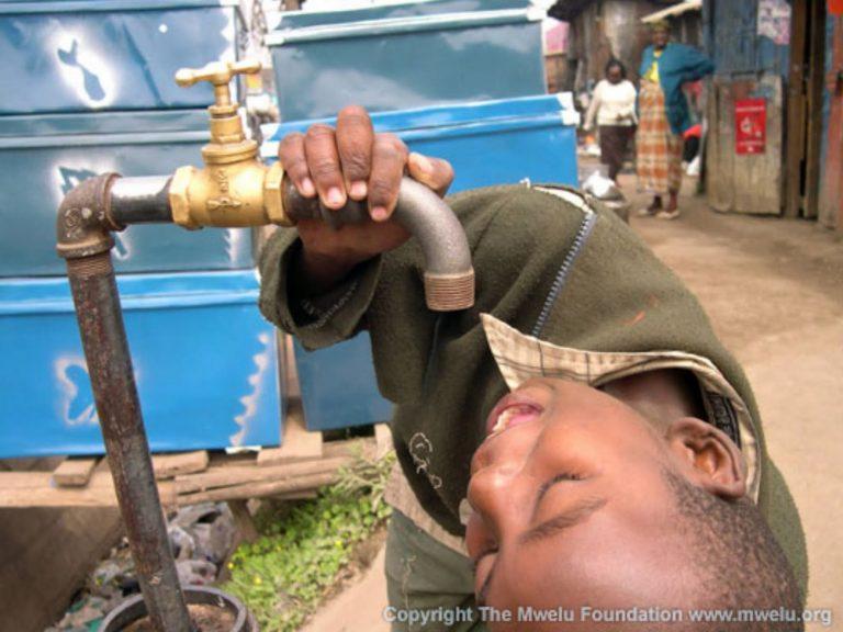 Μειώσαμε ακόμα και το νερό που πίνουμε! | Newsit.gr