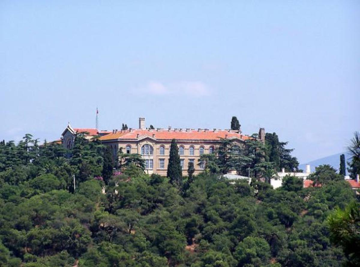 Aνοίγει η Θεολογική Σχολή της Χάλκης; | Newsit.gr
