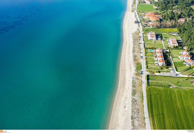 Σαν τη Χαλκιδική δεν έχει! Πενταπλασιάστηκαν οι Ιταλοί τουρίστες από το 2012   Newsit.gr