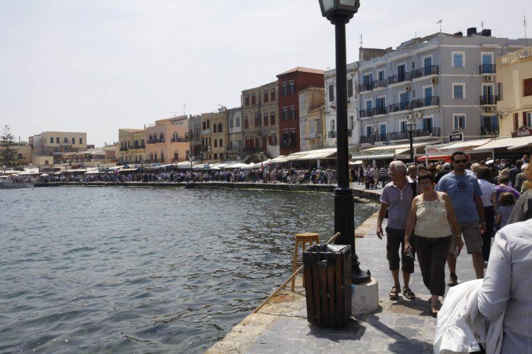 Έβαλαν … όπισθεν οι ταξιτζήδες στα Χανιά! | Newsit.gr