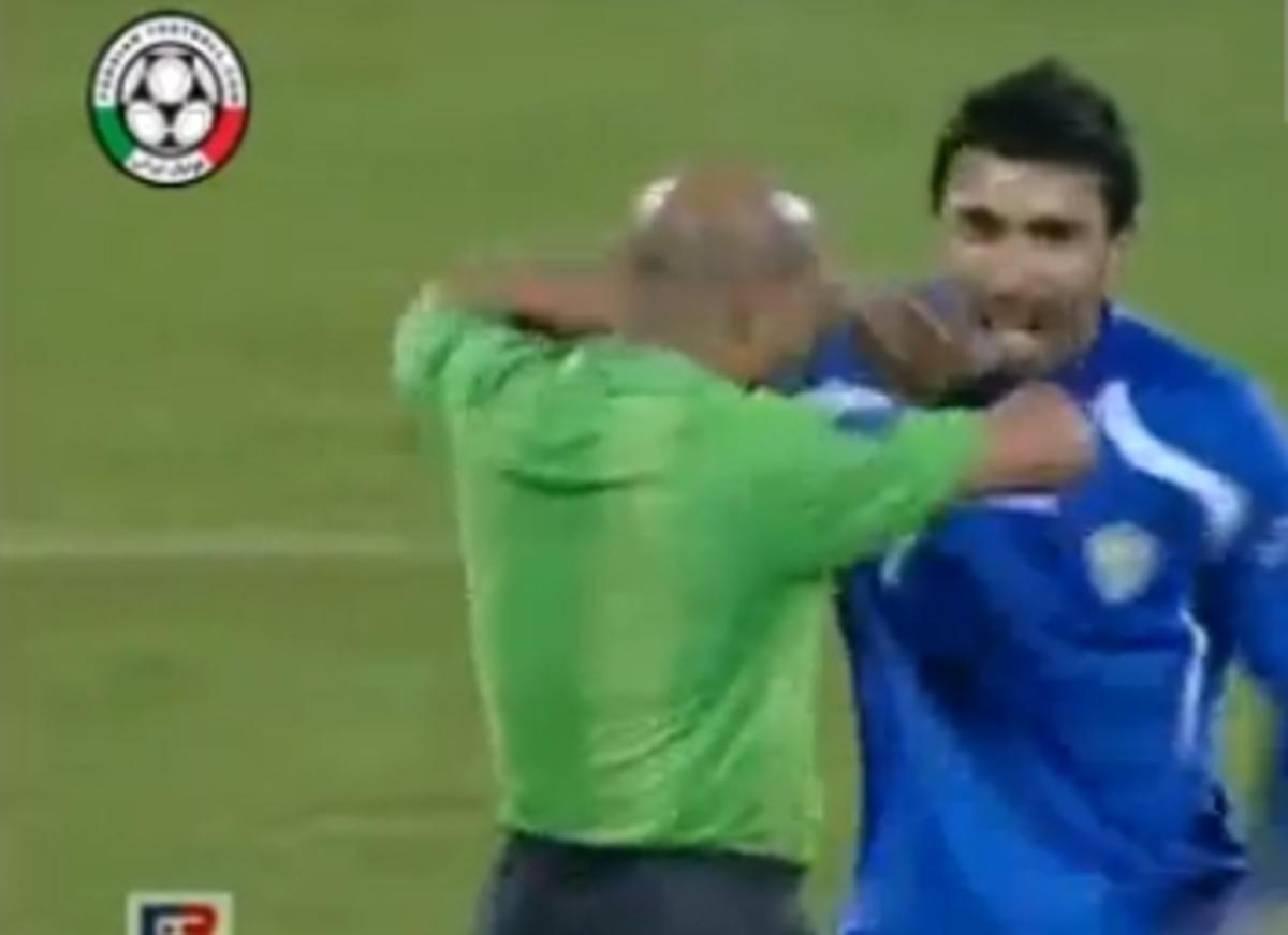 Η χαρά δεν κρύβεται – Πανηγύρισε μαζί με τον διαιτητή(VIDEO) | Newsit.gr